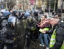 Pháp có thể triển khai 89.000 cảnh sát, xe thiết giáp đối phó bạo động
