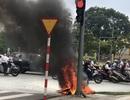 Xe máy bốc cháy ngùn ngụt trên phố Đà Nẵng