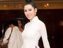 Emily Hồng Nhung làm MC cùng Xuân Bắc