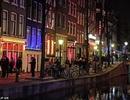 """Số phận bất hạnh của những cô gái mại dâm """"phố đèn đỏ"""" Hà Lan"""
