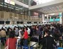 Hành khách ồ ạt đổ về sân bay Nội Bài