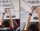 Nữ hành khách thản nhiên phơi nội y trên máy bay gây phẫn nộ