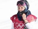 """Nữ vận động viên xinh đẹp """"khoe"""" gương mặt bầm dập tại Olympic mùa Đông"""