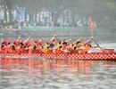 Á hậu Bích Loan cùng hàng nghìn người dân dự lễ hội bơi chải thuyền rồng
