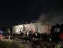 Gần 100 chiến sĩ dập đám cháy xưởng giấy