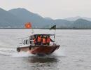 Hai ngư dân rơi xuống biển, 1 người mất tích