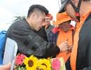 Đức Chinh, Tiến Dụng, Ngọc Tuấn được người hâm mộ vây kín khi trở về Đà Nẵng