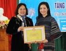 Hoa hậu Đền Hùng Giáng My trao quà tết cho học sinh có hoàn cảnh khó khăn