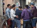 Tên cướp gài điện, tử thủ trong nhà dân ở quận Tân Bình