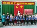 Quảng Ngãi: 1.500 áo ấm đến với học sinh nghèo vùng cao