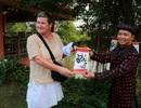 Du khách thích thú trải nghiệm Tết Việt