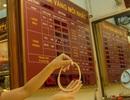 """Vàng SJC """"thách thức"""" xu hướng giá thế giới"""