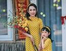 Ngọt ngào bộ ảnh du xuân của mẹ và con gái