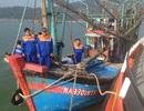 Xuyên đêm cứu 10 ngư dân gặp nạn trên biển