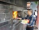 Hà Nội: Gần Rằm tháng Giêng, người dân tấp nập đốt vàng mã tại đền, chùa