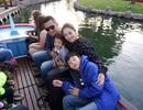 Con trai Jennifer Phạm được cha dượng đưa đi chơi Disneyland