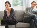 """Chồng nổi giận khi phát hiện vợ sống """"thảo mai"""""""