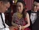 """Xôn xao hình ảnh cô dâu đeo vàng """"trĩu cổ"""" trong đám cưới ở Cà Mau"""