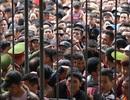 Hàng nghìn người hâm mộ kéo tới sân Lạch Tray xem ngôi sao U23 Việt Nam