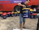 Kiểm tra xe khách phát hiện hàng ngàn lít dầu nhớt không rõ nguồn gốc