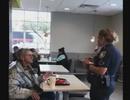 """McDonald's đón nhận """"bão"""" chỉ trích từ cộng đồng mạng vì đuổi người vô gia cư"""
