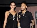 Neymar chống nạng đi hẹn hò tình tứ với bồ xinh