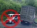 Cướp đường, xe du lịch ép xe tải suýt lật xuống đèo