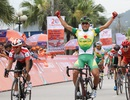 Nguyễn Thành Tâm thắng ngoạn mục ở chặng 2 giải đua xe đạp xuyên Việt 2018