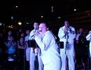 Khán giả nhún nhảy với Ban nhạc Hạm đội 7 Hoa Kỳ