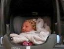 Siêu mẫu áo tắm lần đầu lộ mặt con gái mới sinh