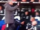 Đá chai nước vào CĐV đối thủ, HLV Mourinho có thể bị phạt