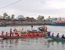 Gần 200 thanh niên trai tráng quyết liệt với những màn rượt đuổi đua thuyền