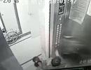 """""""Yêu râu xanh"""" cưỡng hôn hai bé gái trong thang máy gây phẫn nộ"""