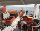 Vượt sóng dữ cứu thuyền viên bị mất bàn tay trên tàu cá