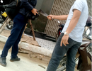 Khởi tố đối tượng cầm dao dọa chém phóng viên