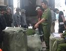 Bắt giữ nhiều xe chở quần áo, phụ tùng ô tô nhập lậu vào Việt Nam