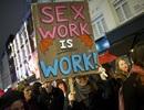 """Mỹ siết mại dâm trực tuyến, """"gái bán hoa"""" lao đao"""
