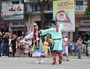 Người dân, du khách đổ ra đường xem Lễ hội quảng diễn đường phố