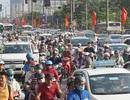 Người dân ùn ùn đổ về Thủ đô, giao thông phía Nam căng thẳng