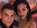 """Bạn gái khoe nhẫn kim cương siêu """"khủng"""", C.Ronaldo sắp hết độc thân"""