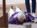 Helen Mirren ngã sấp mặt tại Cannes