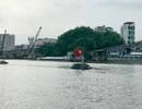 Ghe hơn 100 tấn chìm giữa kênh, 3 người thoát chết