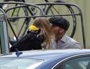 David Beckham dịu dàng hôn môi con gái cưng