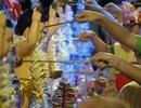 Hàng nghìn người dân dự lễ Phật Đản dưới ánh đèn lung linh