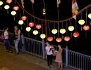 Người Sài Gòn thích thú với con đường đèn lồng chào đón lễ Phật đản