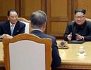 """""""Cánh tay phải"""" kề vai sát cánh với ông Kim Jong-un"""