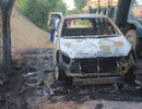 Ô tô bất ngờ bốc cháy, 7 người hoảng hốt tìm cách thoát thân