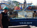 """Tàu vỏ thép dịch vụ hậu cần """"trùm mền"""", ngư dân lâm nợ"""