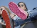 Độc đáo những đôi giày được sản xuất từ... bã kẹo cao su