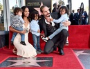 Zoe Saldana khoe 3 con trai trong buổi nhận sao trên đại lộ Danh vọng